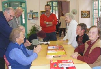 Un accueil de jour itinérant au service des personnes Alzheimer - Source de l'image:http://www.niouzes-vic.net